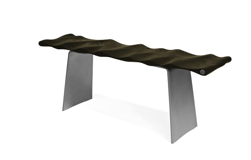Wellenbank für ergonomisches Sitzen ist bildhauerisch gestaltet